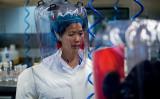 中国武漢ウイルス研究所の研究者である石正麗氏(JOHANNES EISELE/AFP via Getty Images)