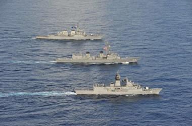 2020年10月20日、日米豪3カ国の海軍は南シナ海で合同演習を実施した(米海軍より)