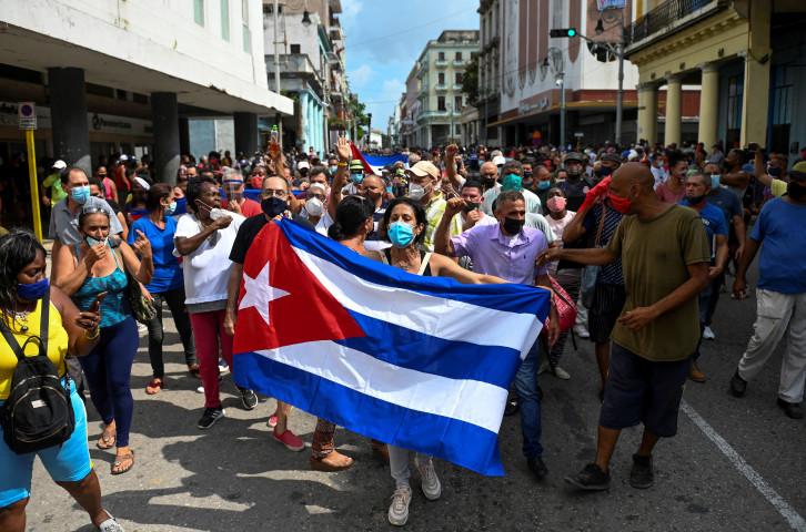 キューバ政府は先週末に起きた市民の抗議デモで、インターネットを遮断したことがわかった。(YAMIL LAGE/AFP via Getty Images)