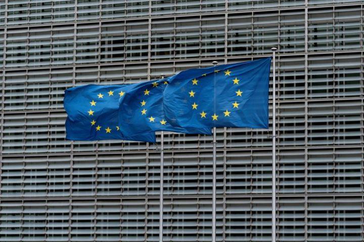 欧州連合(EU)本部前にて。2019年10月16日撮影(Photo by KENZO TRIBOUILLARD/AFP via Getty Images)