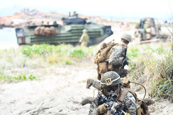 米豪合同演習「タリスマン・セイバー 2021」に参加している米海兵隊の兵士ら(Photo by Ian Hitchcock/Getty Images)