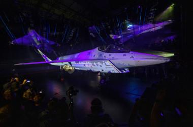 首都モスクワ郊外で行われた航空展示会で公開されたロシア最新式のステルス戦闘機(Photo by DIMITAR DILKOFF/AFP via Getty Images)