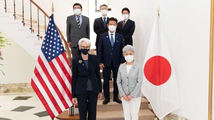 20日、横田早紀江さんら拉致被害者家族と東京で面会するシャーマン米国務副長官(@DeputySecState)