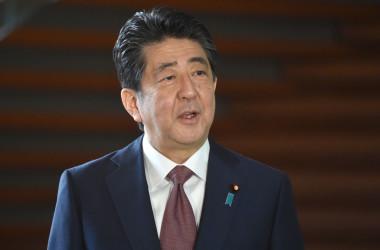 29日、初となる「日米台戦略対話」がオンライン形式で行われた。安倍晋三前首相も出席した。写真は2020年9月16日に撮影 (Photo by KAZUHIRO NOGI/AFP via Getty Images)