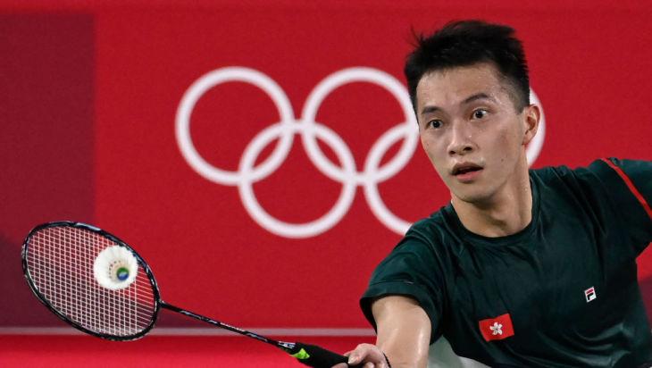 東京五輪に出場する、香港のバドミントン選手、伍家朗(Photo by ALEXANDER NEMENOV/AFP via Getty Images)