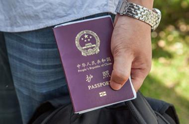 中国のパスポート(Omar Havana/Getty Images)