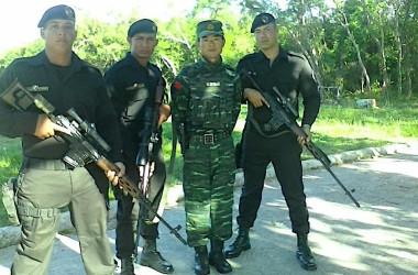 「ブラック・ベレー」と呼ばれるキューバの特殊部隊と、中国人訓練者との記念写真。(写真提供:ADN Cuba)