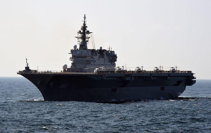 海上自衛隊の護衛艦「いずも」 (Photo credit should read TORU YAMANAKA/AFP via Getty Images)