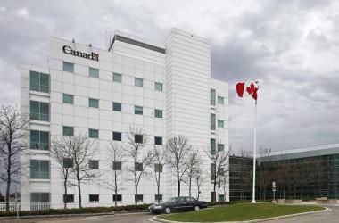 マニトバ州ウィニペグ市にあるカナダ国立微生物学研究所(National Microbiology Laboratory)=2009年5月19日(John Woods/The Canadian Press)