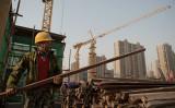 中国国内の経済学者は7月経済指標について「景気後退に入った」との見方を示した(NICOLAS ASFOURI/AFP)