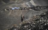 アフガニスタンのメスアイナックにある銅鉱脈、参考写真(Photo credit should read ROBERTO SCHMIDT/AFP via Getty Images)