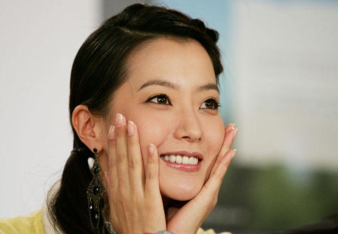 韓国人気女優キム・ヒソン氏は「2017アジアアーティストアワード(AAA)」で、俳優部門の大賞を受賞した。 (Photo by Evan Agostini/Getty Images)