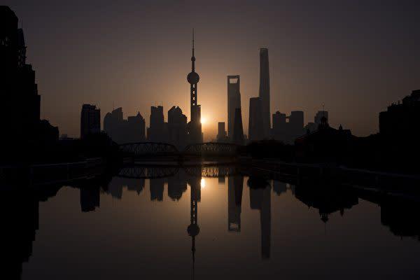 上海市浦東新区陸家嘴金融貿易区。2016年11月11日撮影(JOHANNES EISELE/AFP via Getty Images)