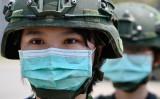 軍事演習に参加する中華民国軍の女性兵士。2020年4月撮影。 (Photo by SAM YEH/AFP via Getty Images)