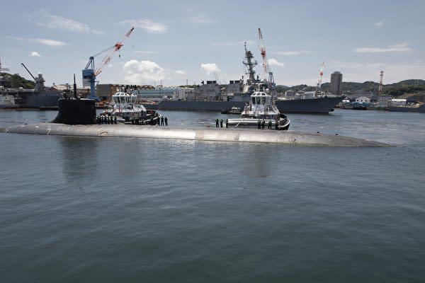 2021年7月31日:横須賀の埠頭に停泊中の米海軍のシーウルフ級高速攻撃型潜水艦「USSコネチカット」。(マスコミ主任専門家 Brett Cote氏)