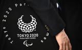 東京パラリンピックに参加する2人のアフガニスタン代表選手が8月28日、パリ経由で選手村に到着した(Photo by PHILIP FONG/AFP via Getty Images)