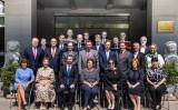 中国を発つ前のリトアニア駐中国大使(1列中央)を見送り、記念写真を撮ったEU諸国の中国大使ら(EU駐中国代表団副団長TimHarrington8)