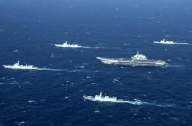 2017年1月2日、南シナ海での軍事訓練を行う中国海軍 (STR/AFP via Getty Images)