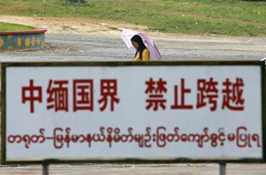 中国雲南省畹町鎮に位置するミャンマーとの国境(STR/AFP via Getty Images)