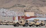 9月14日、カブールの空港にある閑散とした米軍キャンプ内に、タリバンの旗を掲げた装甲車が停まっている (Photo by KARIM SAHIB/AFP via Getty Images)