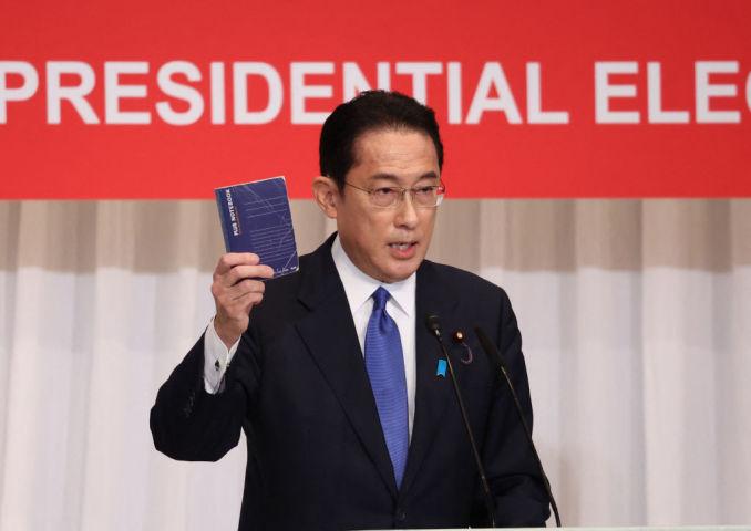 自民党総裁選で演説する岸田文雄前政調会長(Photo by YOSHIKAZU TSUNO/POOL/AFP via Getty Images)
