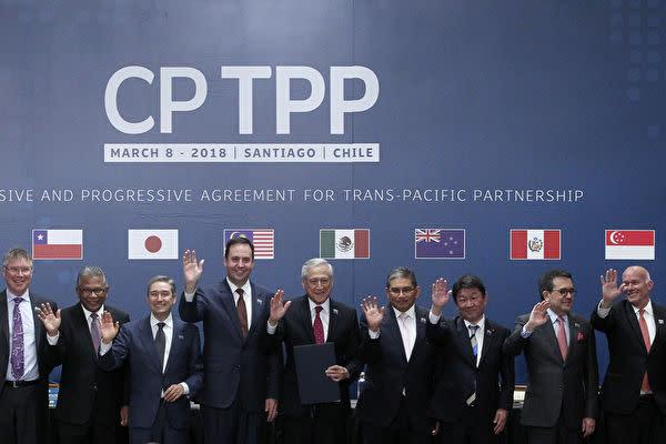 TPP協定加盟国の政府の閣僚たち(CLAUDIO REYES/AFP via Getty Images)