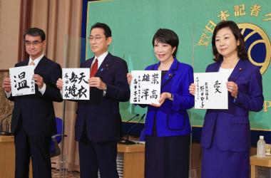 同じく自民党の議員だが、4人の政策は大きく異なる部分がある(Photo by STR/JIJI PRESS/AFP via Getty Images)