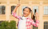 必読!強くて自信に満ちた子供を育てるための親の4つのテクニック ( photosvit / PIXTA)