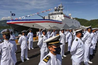 9月9日、宜蘭で行われた巡視船「塔江」の落成式で台湾海軍の兵士たち(Photo by SAM YEH/AFP via Getty Images)