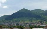 ピラミッドと見做されているヴィソチツァ山 (パブリックドメイン)