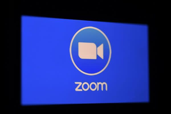 Zoomアプリのロゴ(OLIVIER DOULIERY/AFP via Getty Images)