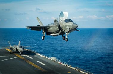 2020年4月16日、USSアメリカ(LHA 6)の水陸両用攻撃艦隊は、F-35B戦闘機の演習のために東シナ海から南シナ海に急速に配備された(米国インド太平洋軍)