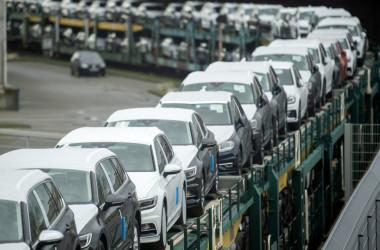9月30日、日産などの日系メーカーを含む自動車メーカー12社は、米連邦議会下院のナンシー・ペロシ議長に対し、審議中の電気自動車(EV)購入時の税額控除法案について再検討を求める書簡を提出した。 (Photo by David Hecker/Getty Images)