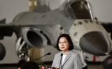 2020年9月22日、澎湖島の空軍基地を訪問した台湾の蔡英文総統 (Sam Yeh/AFP via Getty Images)