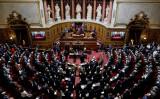 2020年10月1日、フランスの上院議員選挙後に行われた議長選出に出席する議員たち (THOMAS COEX/AFP via Getty Images)