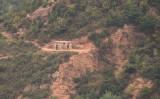2021年10月5日、韓国側から見ることができる、非武装地帯で監視する北朝鮮兵士 (Photo by ANTHONY WALLACE/AFP via Getty Images)