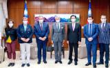 台湾を訪問した仏上院議員団と台湾の呉外相、10月6日撮影(台湾外務省ツイッターより)