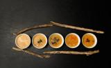 中国の漢方医は、立秋に体の栄養と潤いを養うための食べ物や漢方薬を勧めています(june. / PIXTA)