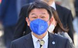 茂木外相は12日の記者会見で邦人や現地職員の出国状況について述べた。写真は6月に撮影 (Photo by ALBERTO PIZZOLI/AFP via Getty Images)