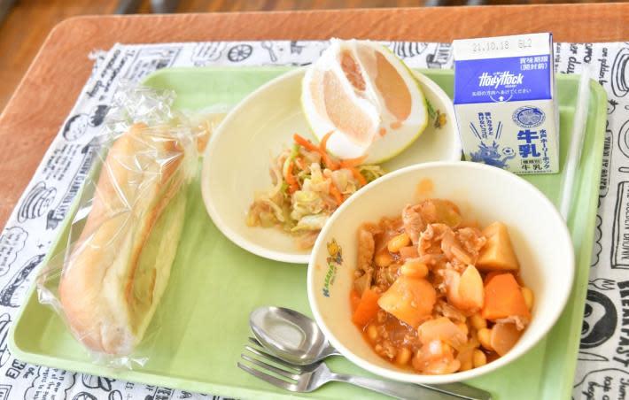 7日、茨城県笠間市の友部中学校の給食(台南市政府ホームページより)