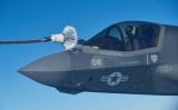 空中給油中の F-35B(Photo by Leon Neal/Getty Images)
