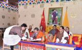 2021年10月14日、オンライン会議で、中国との国境交渉を促進ための覚書に署名するタンディ・ドルジ外相 (写真提供:外務省、ブータン王国政府)