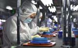 中国本土に進出した台湾企業の生産工場。イメージ写真(STR/AFP via Getty Images)