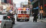 ニューヨーク市内を走る救急車、2020年12月撮影(Spencer Platt/Getty Images)