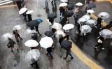西日本から北日本にかけて、20日にかけ落雷や突風、激しい雨に注意を呼びかけている。(Photo credit should read BEHROUZ MEHRI/AFP via Getty Images)