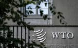 2018年9月21日、ジュネーブにある世界貿易機関(WTO)本部の看板(Fabrice Coffrini/AFP via Getty Images)
